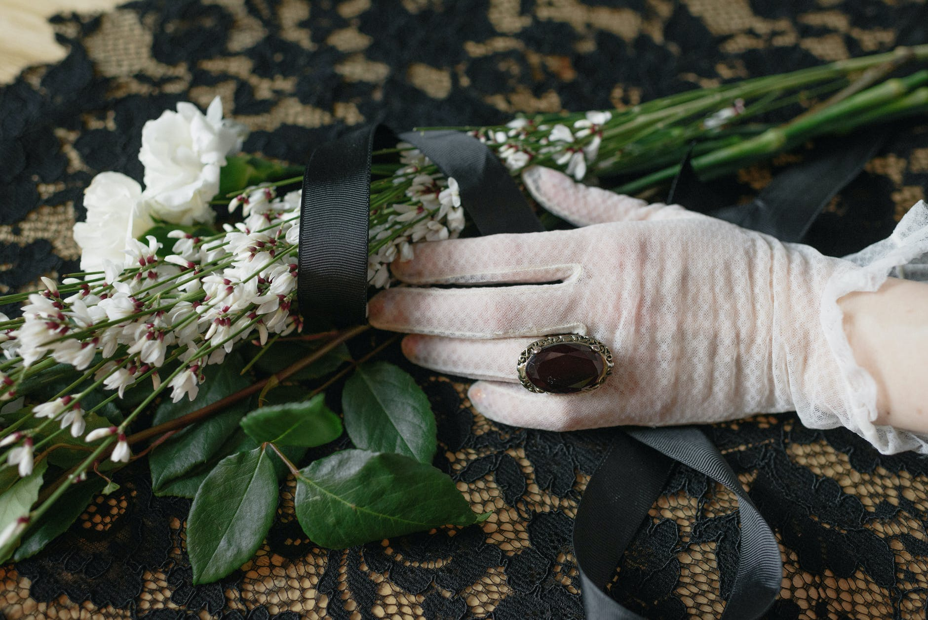 They had to make arrangements after Francesca's father's funeral. | Source: Pexels