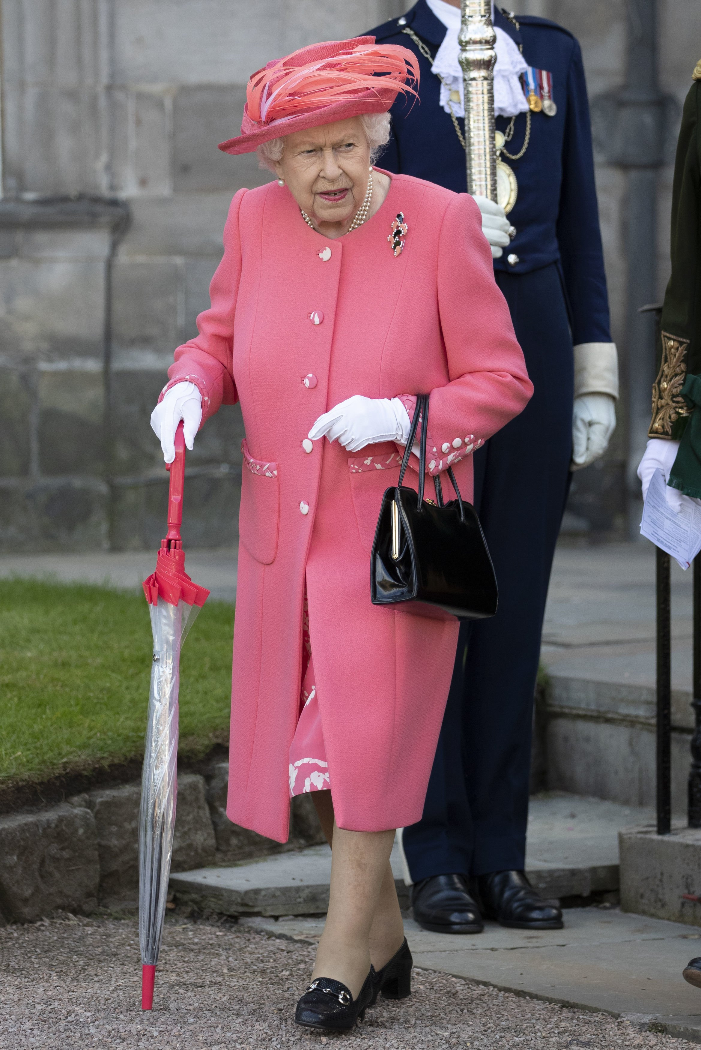 La reine Elizabeth participe à une Garden Party au Palais de Holyroodhouse en Ecosse en juillet 2019 | Photo : Getty Images