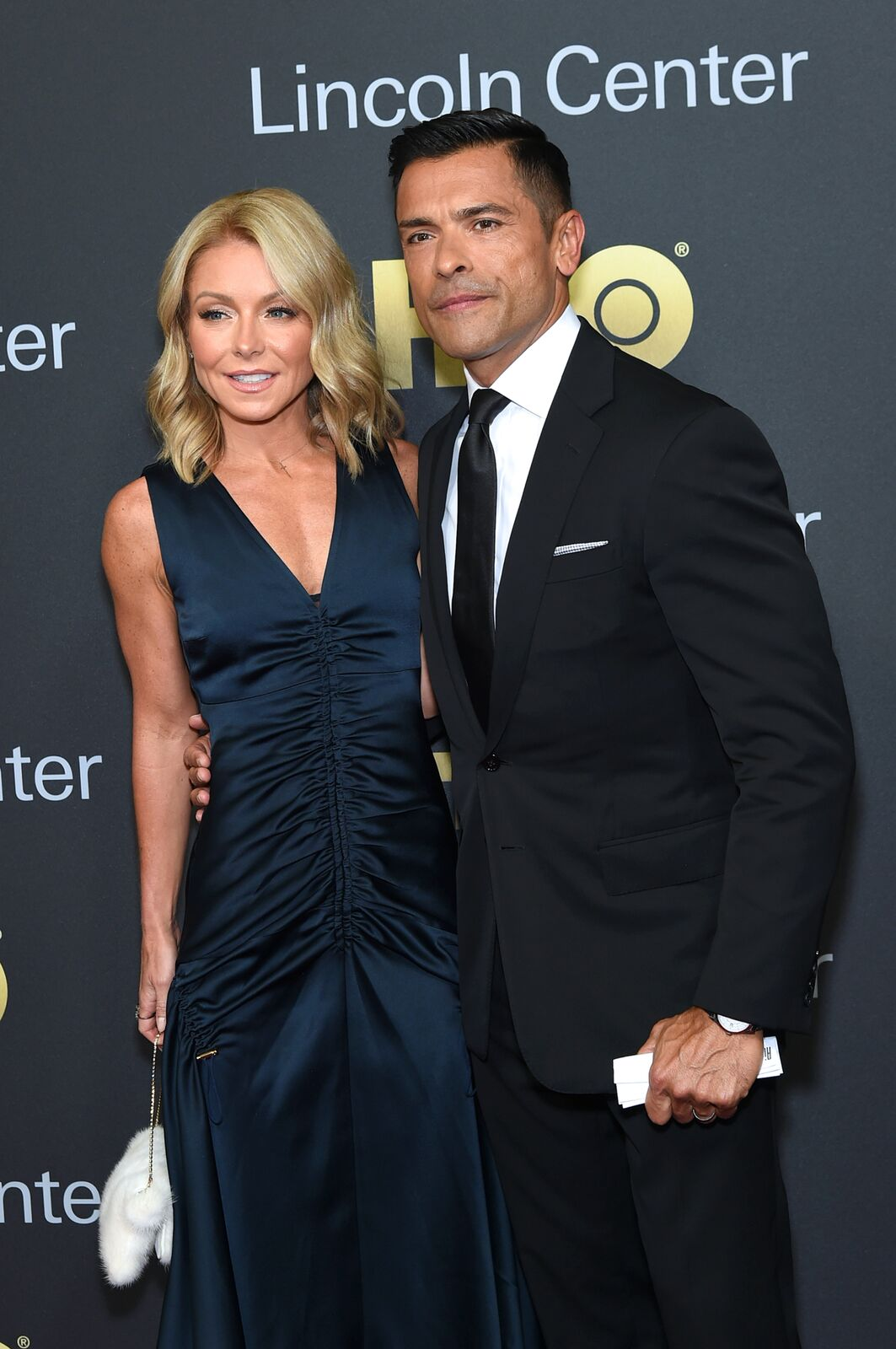 Actors Kelly Ripa (L) and Mark Consuelos attend Lincoln Center's American Songbook Gala at Alice Tully Hall on May 29, 2018 in New York City   Photo: Getty Images