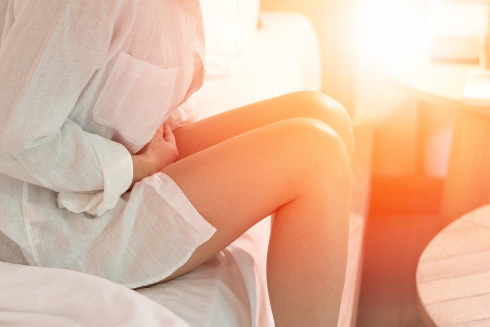 Mujer con dolor menstrual | Imagen tomada de Shutterstock