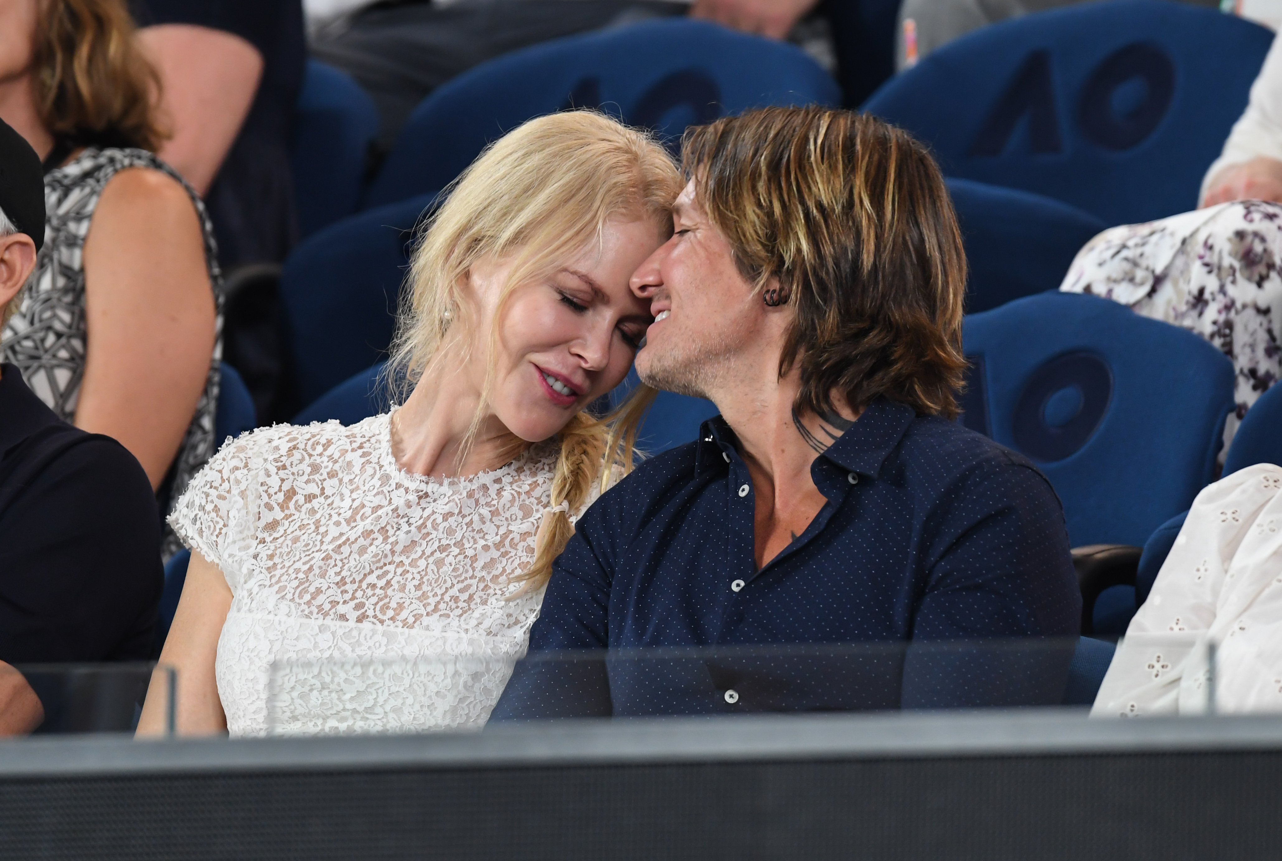 Nicole Kidman and Keith Urban share an affectionate moment during one of the women's semi finals at the 2019 Australian Open | Source: Getty images