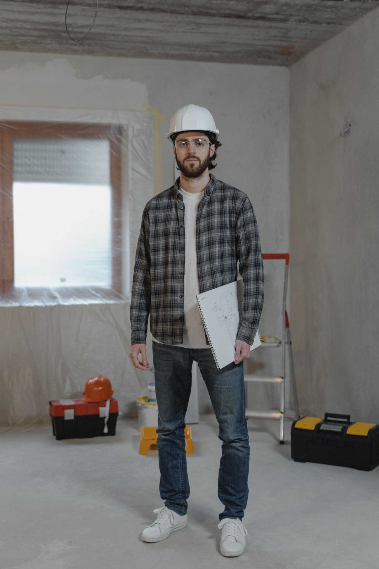 The plumber knocked on the door   Photo: Pexels