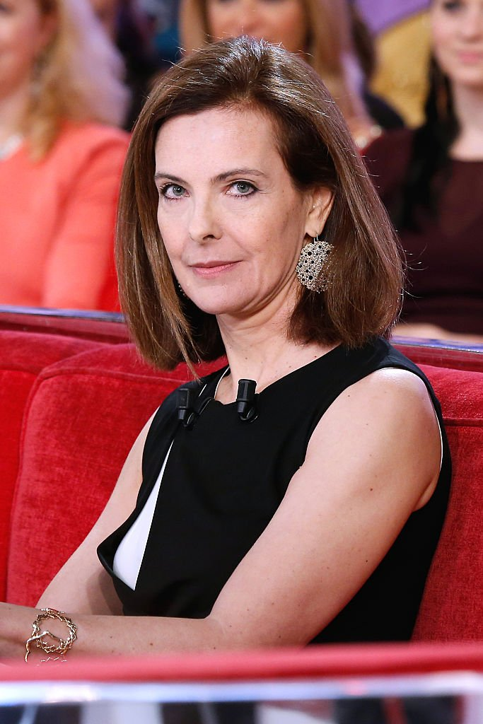 "Invitée principale de l'émission, l'actrice Carole Bouquet présente le film ""Une heure de tranquilite"" lors de l'émission ""Vivement Dimanche"" au Pavillon Gabriel le 17 décembre 2014 à Paris, France. 