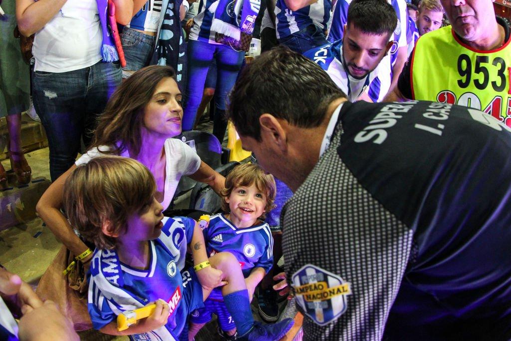 Iker y Sara junto a sus hijos.l Fuente: Getty Images