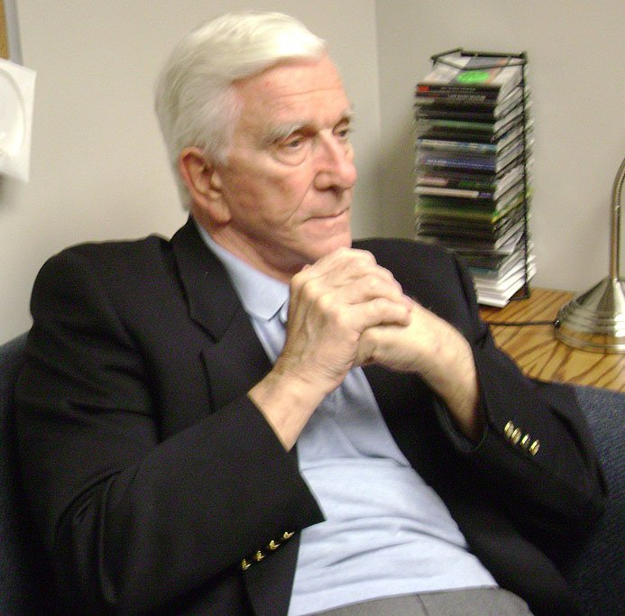 Leslie Nielsen after a student meet-and-greet at Moravian College in Bethlehem, Pennsylvania on March 27,2009 | Photo: WikiMedia