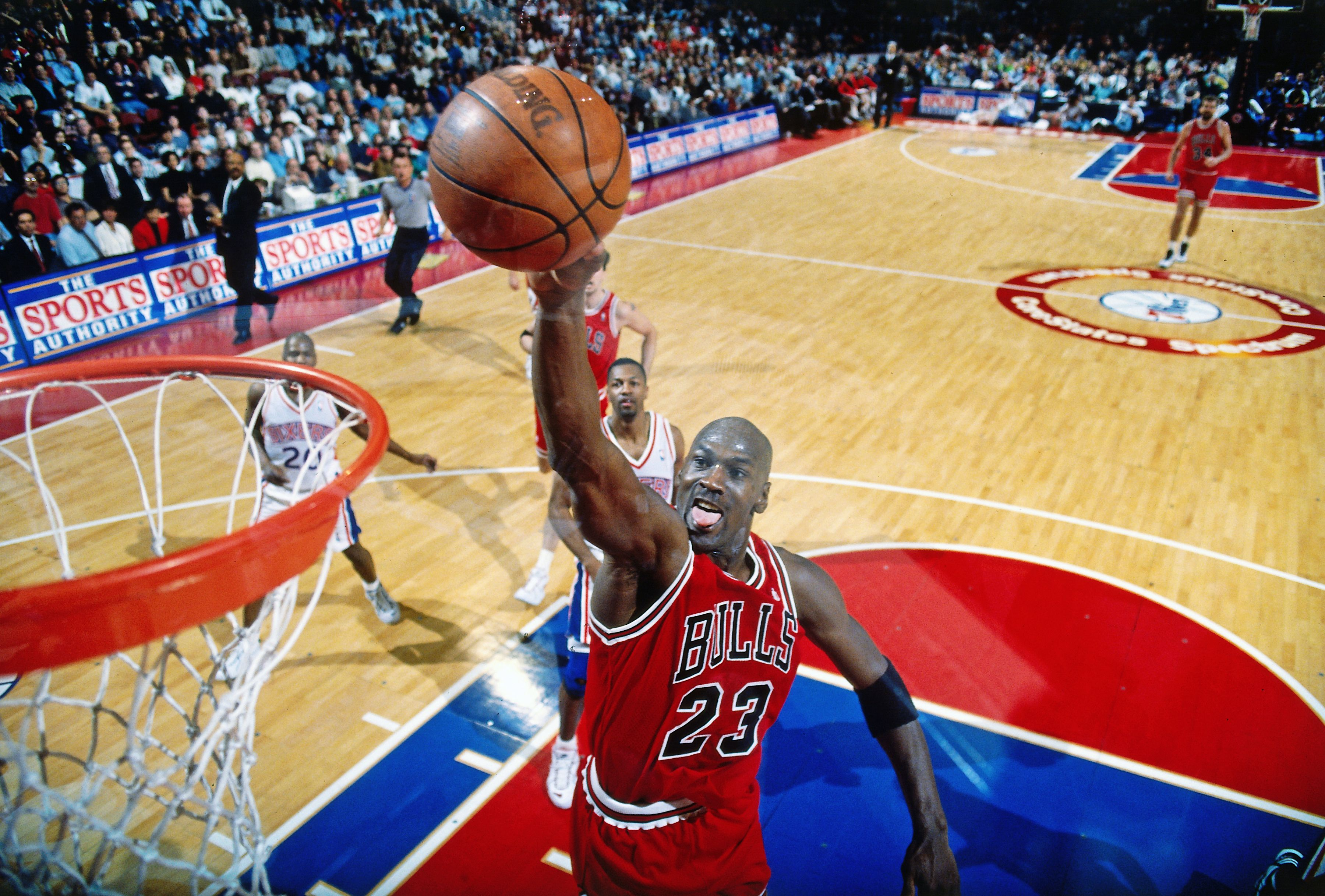 Michael Jordan scores his characteristic dunk against the Philadelphia 76ers in 1996 | Source: Getty Images