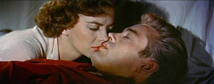 """Natalie Wood and James Dean in """"Rebel Without a Cause."""" I Image: Wikimedia Commons."""