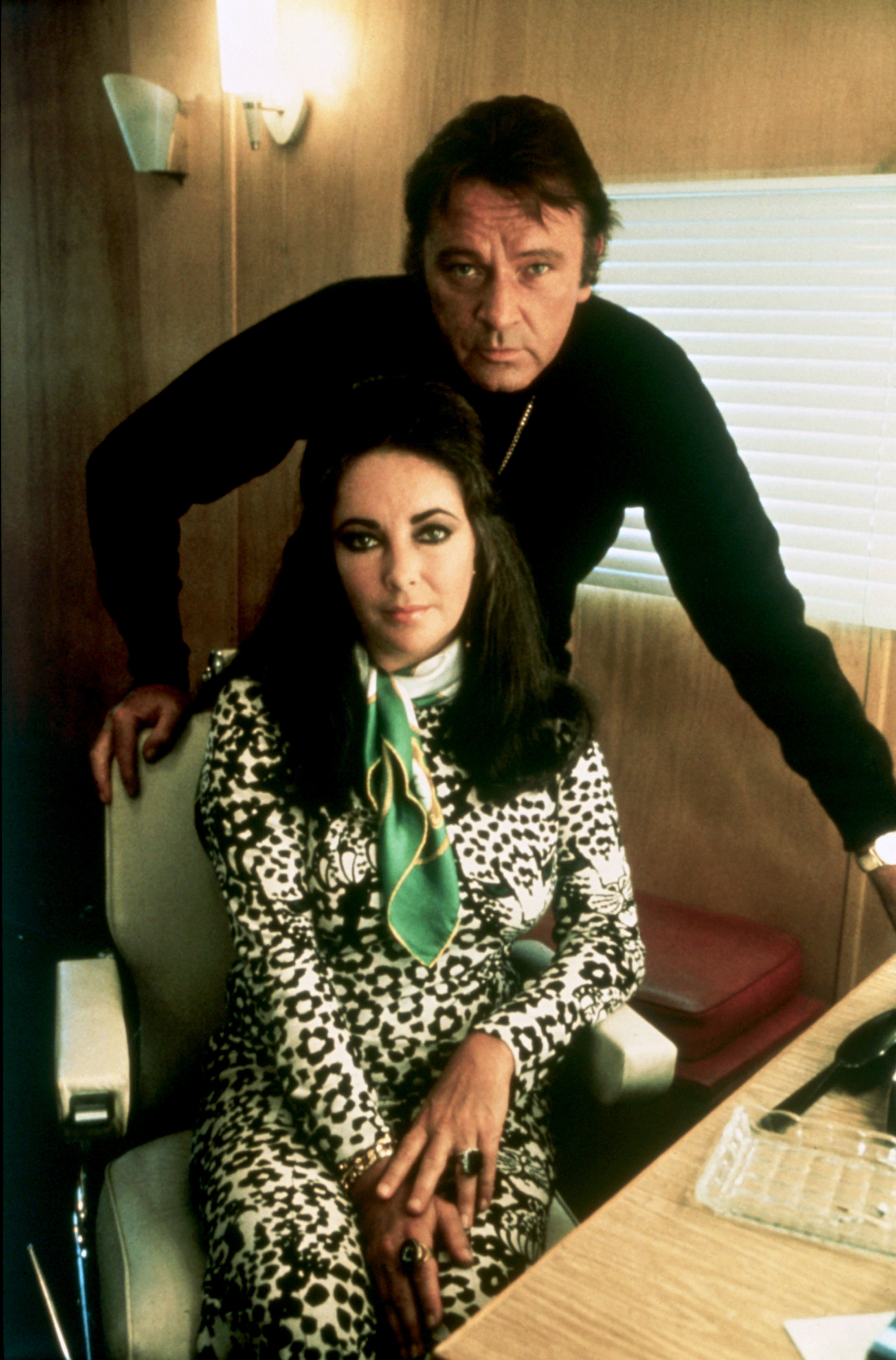 Richard Burton and Elizabeth Taylor photographed in November 1970. | Source: Getty Images