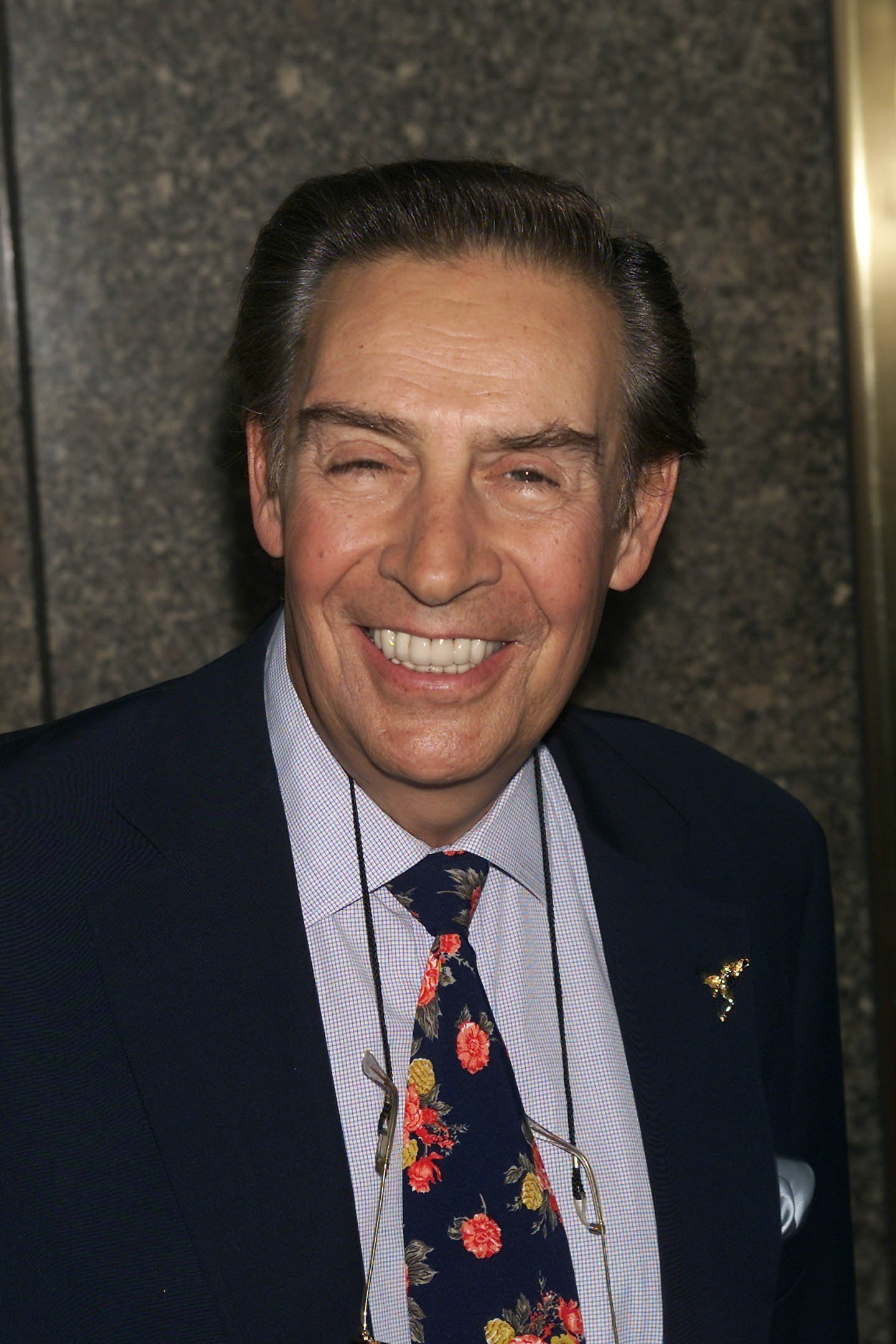 Jerry Orbach arrives at the NBC upfront at Radio City Music Hall in New York City, May 14, 2001 | Photo: GettyImages