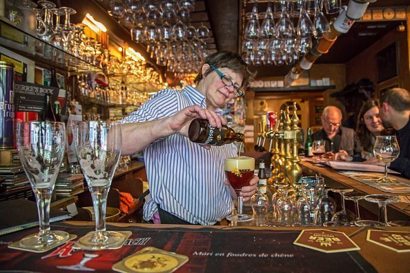Bartender pouring Belgian beer in glass in the cafe Brugs Beertje | Photo: Getty Images