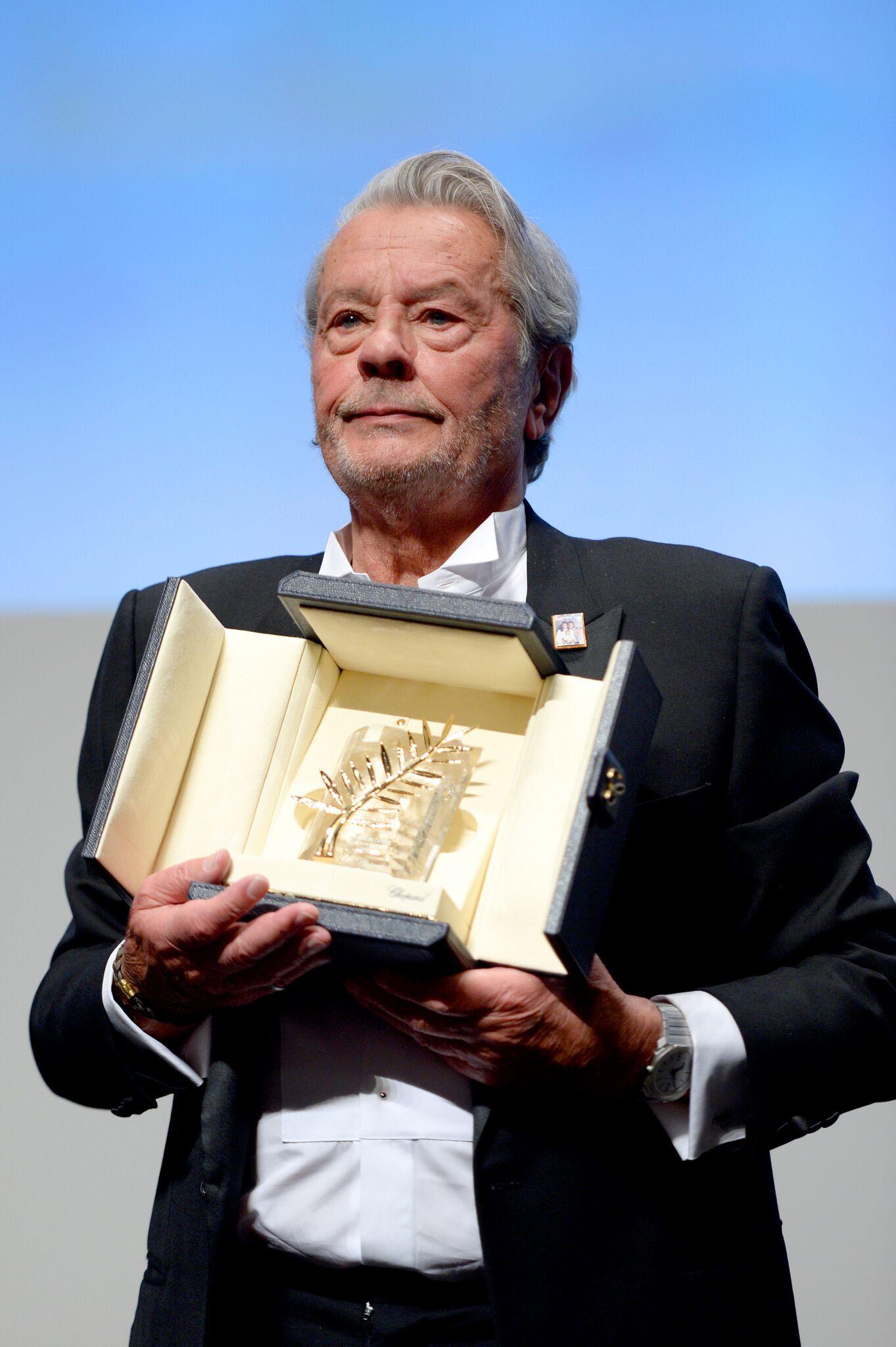Alain Delon et sa Palme d'honneur. l Source : Getty Images