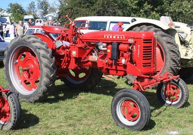 Un tracteur rouge. l Source: Flickr