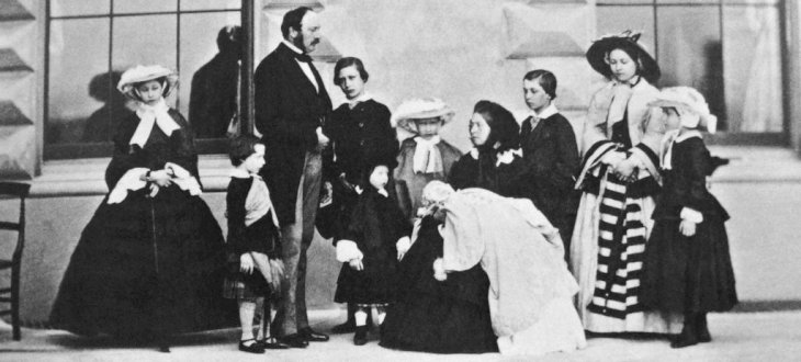 Caldesi and Montecchi (fl.1857-67),Queen Victoria Prince Albert and their nine children, marked as public domain, more details onWikimedia Commons