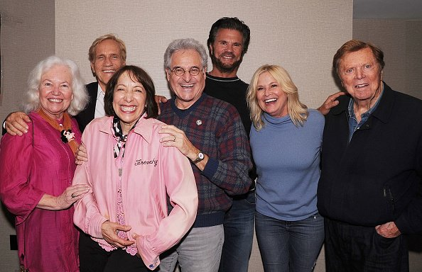 Jami Donnelly, Didi Conn Barry Pearl, Randall Kreisser, Susan Buckner, Edd Byrnes, Lorenzo Lames, Michael Badalucco, and Len Delessio at Hilton Parsippany on April 28, 2018 in Parsippany, New Jersey. | Photo: Getty Images