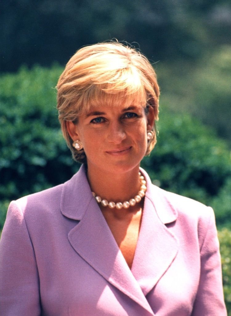 Princess Diana smiling at the camera in 1997 | Source: Wikimedia Commons