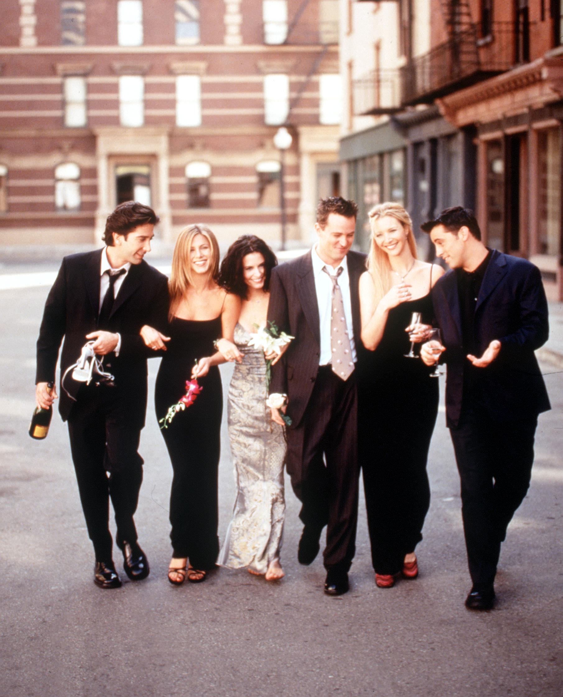 "The Cast Of ""Friends"" 1999-2000 Season. From L-R: David Schwimmer, Jennifer Aniston, Courteney Cox Arquette, Matthew Perry, Lisa Kudrow And Matt Leblanc. 