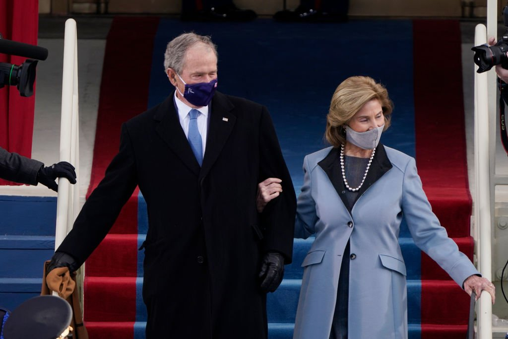 George W. Bush and his wife Laura arrive for the 59th inaugural ceremony on the West Front of the US Capitol on January 20, 2021 in Washington, D.C. | Photo: Getty Images