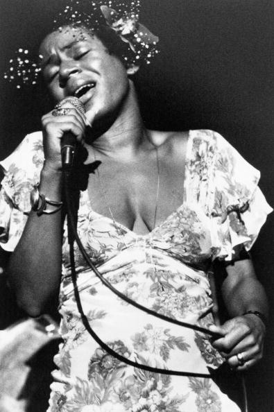 R&B singer Minnie Riperton performs onstage in 1975   Photo: Getty Images
