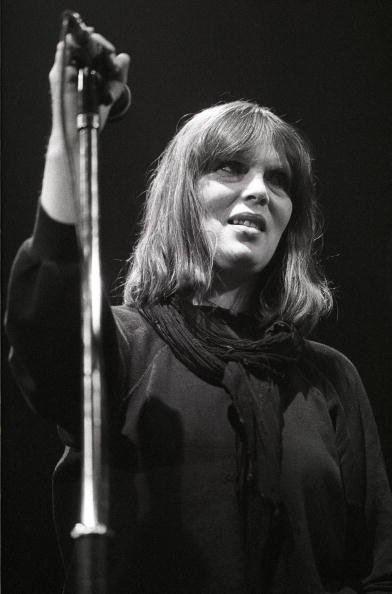 Nico (Christa Päffgen) en live sur scène à De Lanteren, Rotterdam en Hollande le 18 mai 1984. | Photo : Getty Images