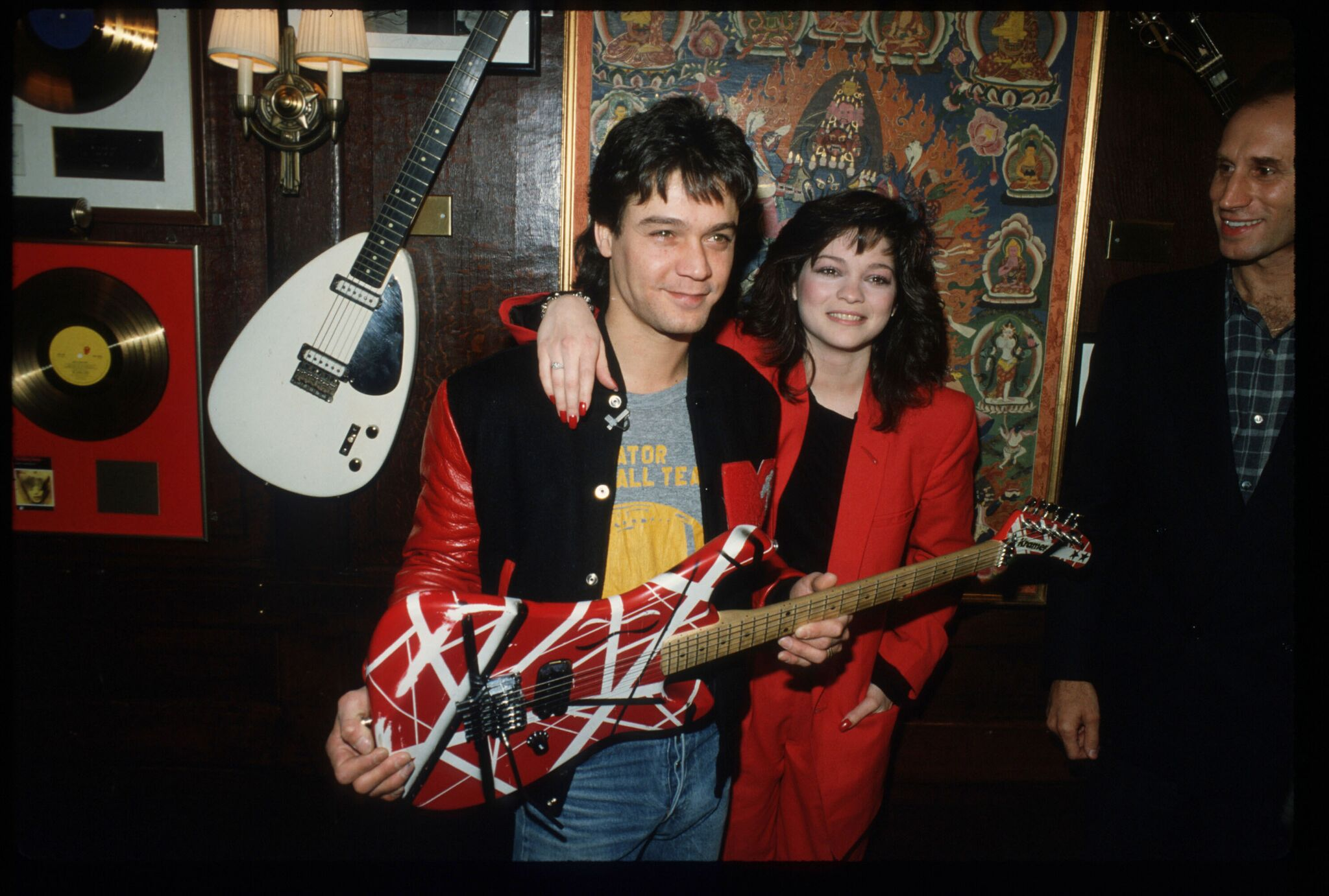 Eddie Van Halen with his wife Valerie Bertinelli February 18, 1995 | Getty Images