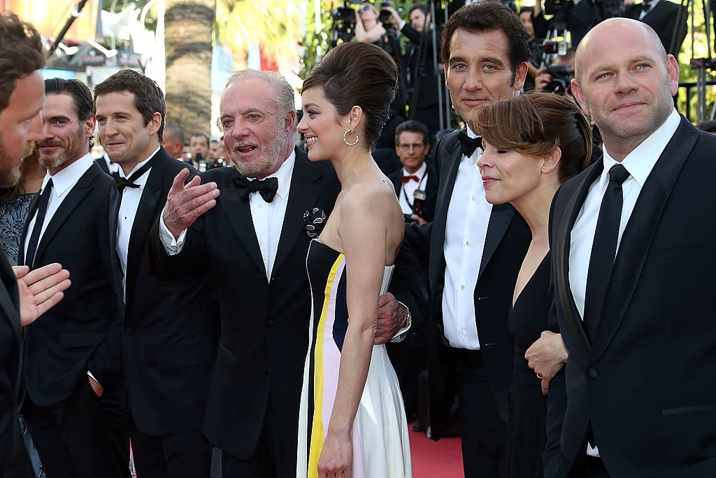 Billy Crudup, Guillame Canet, Clive Owen, Marion Cotillard, James Caan Lili Taylor, Dominick Lombardozzi assister à la première de 'Blood Ties' au 66e Festival du Film de Cannes le 20 mai 2013 à Cannes, France. | Photo : Getty Images.