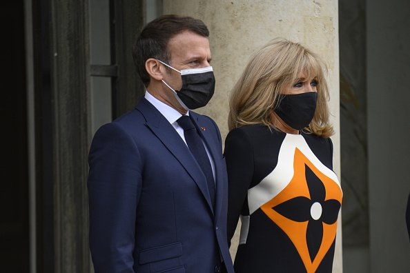 Emmanuel Macron son épouse Brigitte Macron. | Photo : Getty Images