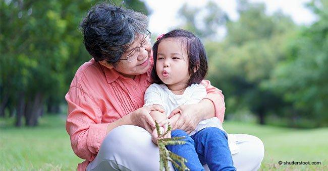 Blague : Une petite fille, après avoir entendu une conversation de ses parents demande à sa grand mère