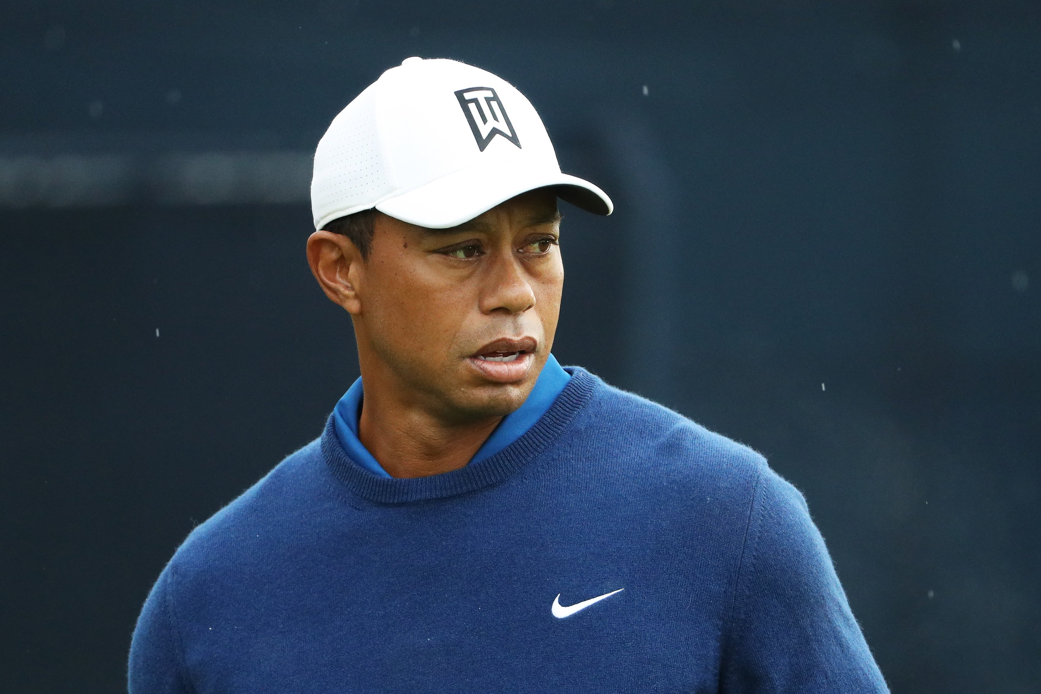 Tiger Woods of the United States warms up on the practice range during the first round of the 2019 PGA Championship at the Bethpage Black course | Photo: Getty Images