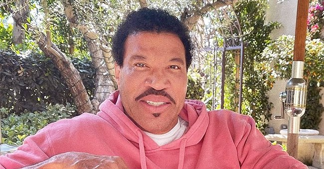 'American Idol' Judge Lionel Richie Enjoys Vacation with His 2 Daughters & Younger Girlfriend in New Summer Photos