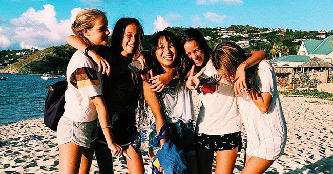 Une adorable photo de Jade Hallyday entourée de ses amis (Saint-Barth)