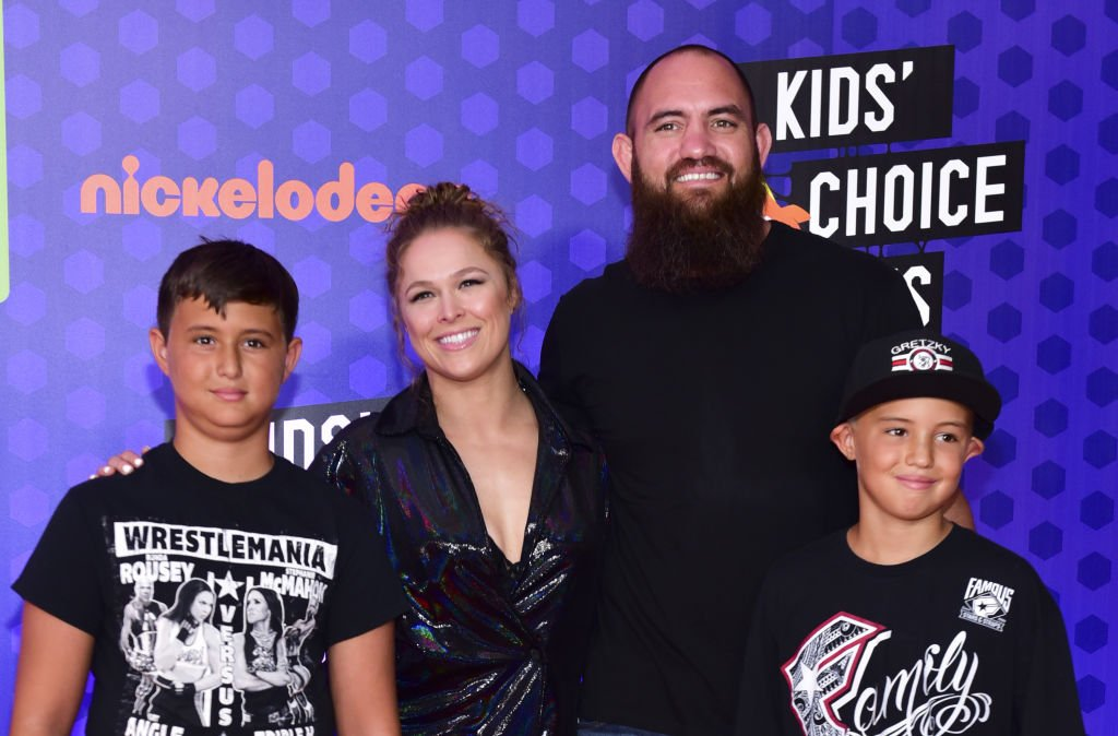Ronda Rousey, Travis Browne, and Browne's two children, Kaleo and Keawe, pictured at the Nickelodeon Kids' Choice Sports Awards 2018, Santa Monica, California.   Photo: Getty Images