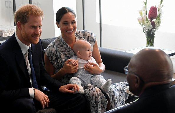 Le prince Harry, Meghan et leur fils Archie à la Desmond & Leah Tutu Legacy Foundation. | Source : Getty Images