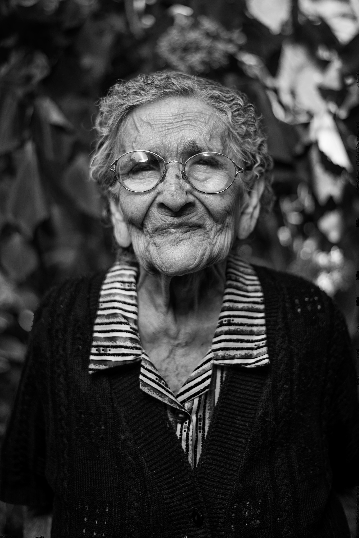 Une Grand-mère souriante | Source : Unsplash