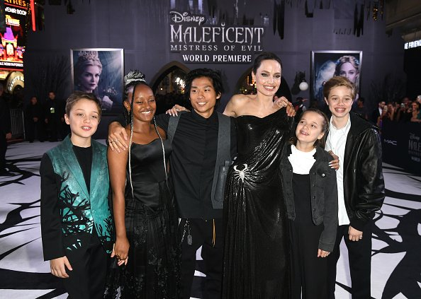 Knox Leon, Zahara, Pax, Angelina Jolie, Vivienne, and Shiloh at the El Capitan Theatre on September 30, 2019 in Los Angeles, California. | Photo: Getty Images