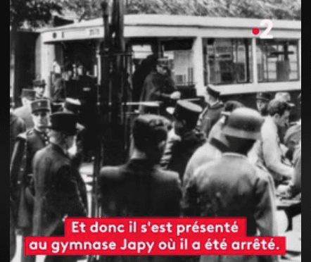"Capture d'écran de l'arrestation du grand-pere Michel Cymes dans le documentaire ""Histoires d'une nation"". 