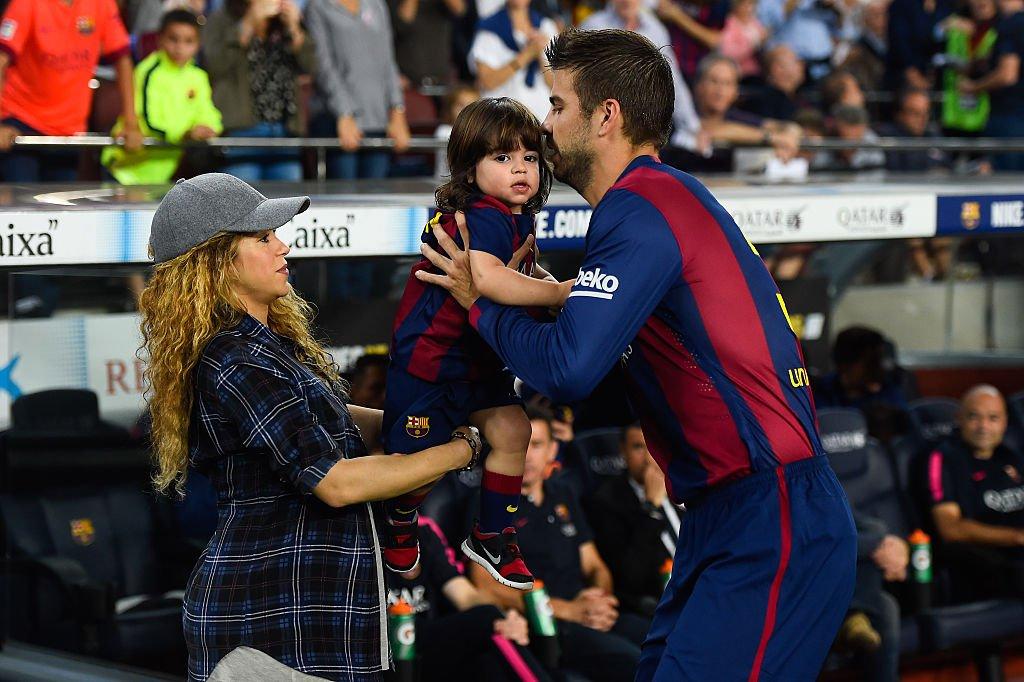 Shakira, Milan y Gerard en un partido de La Liga. | Fuente: Getty Images