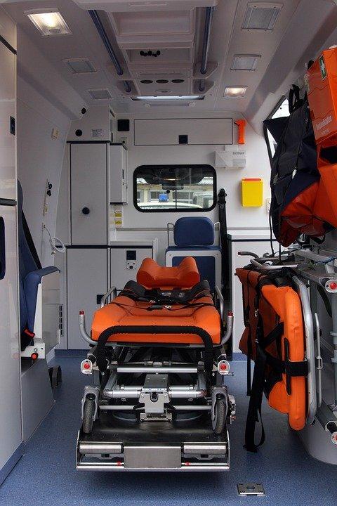 Intérieur d'un véhicule d'ambulance   Photo : Pixabay