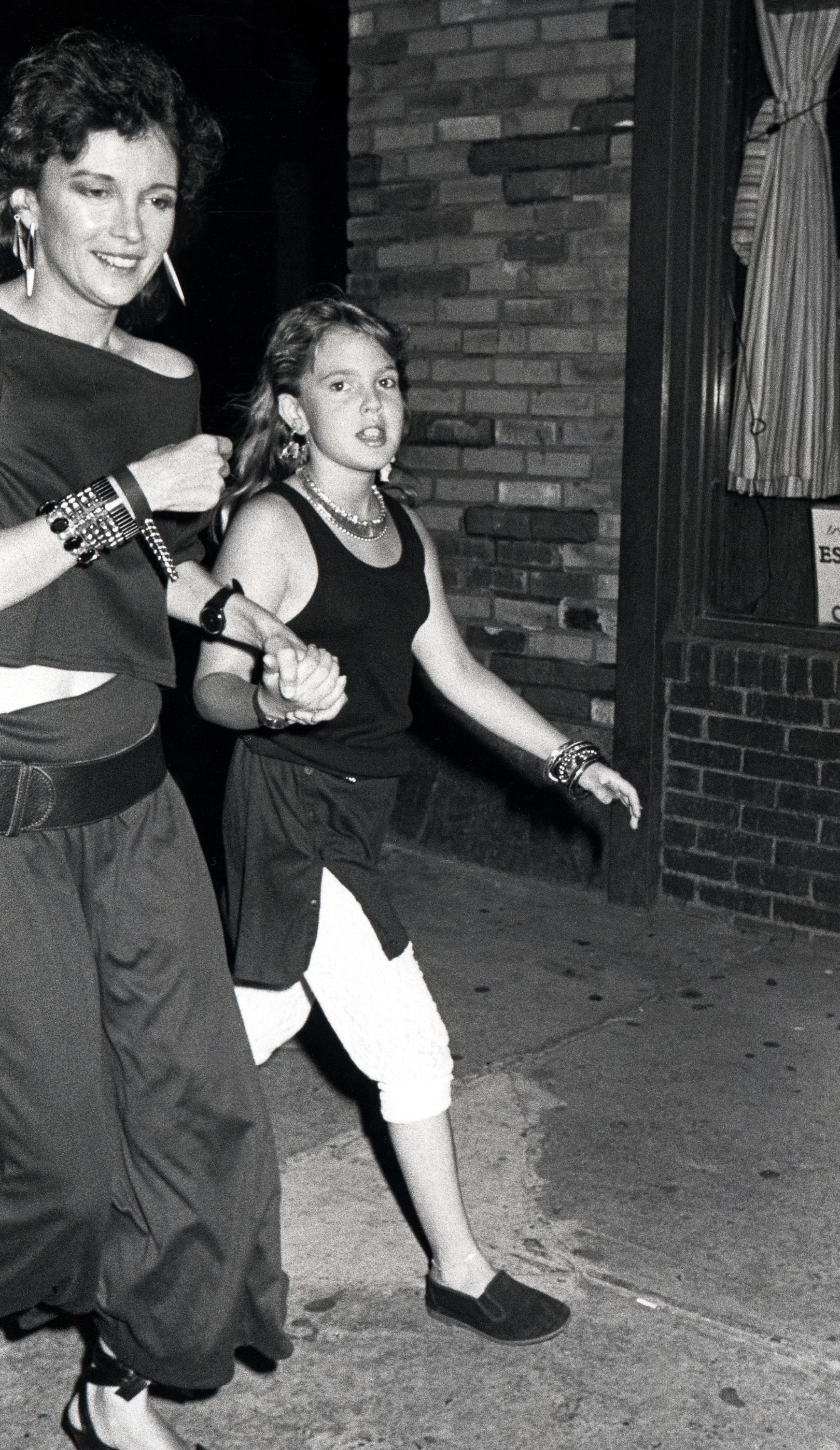 Drew Barrymore and Mother Ildiko Jaid outside China Club in New York City, July 17, 1985 | Photo: Getty Images