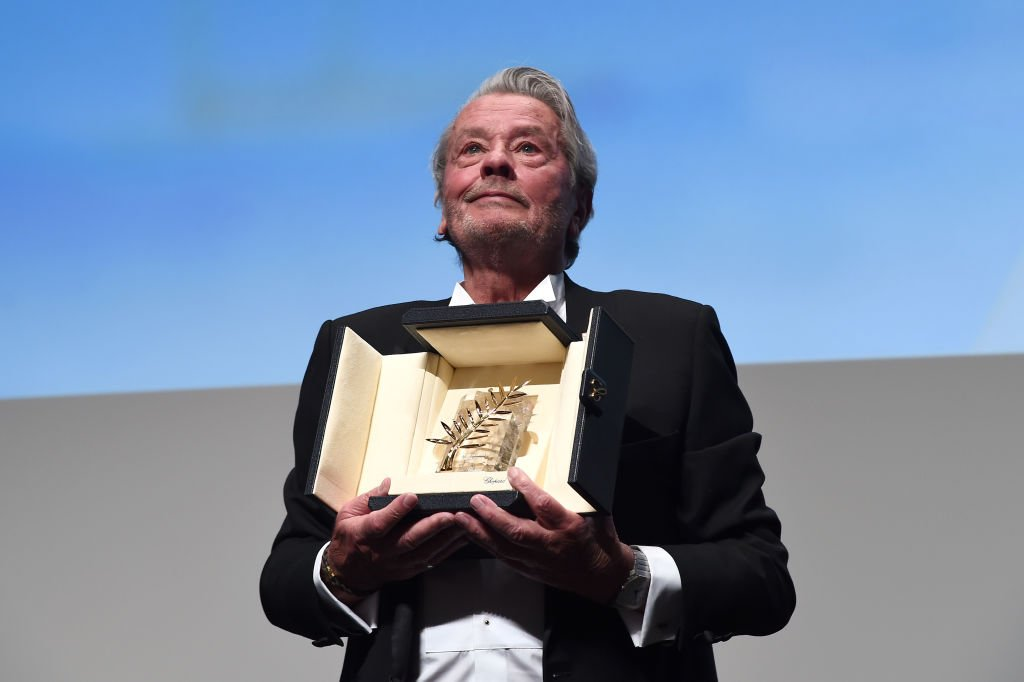 Alain Delon recevant sa Palme d'or le 19 mai 2019. | Photo : Getty Images