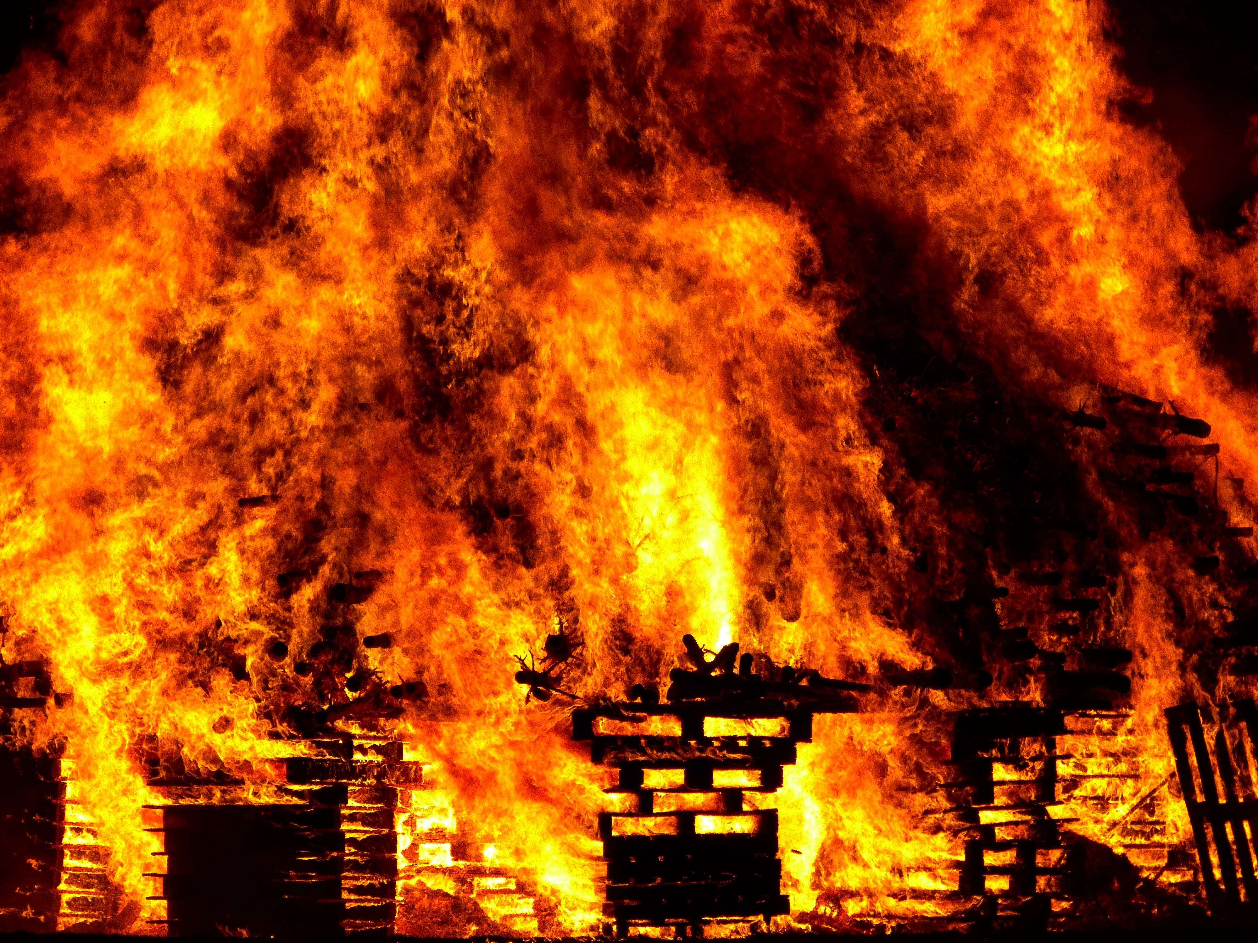 A raging house fire.   Photo: Pexels/ Pixabay
