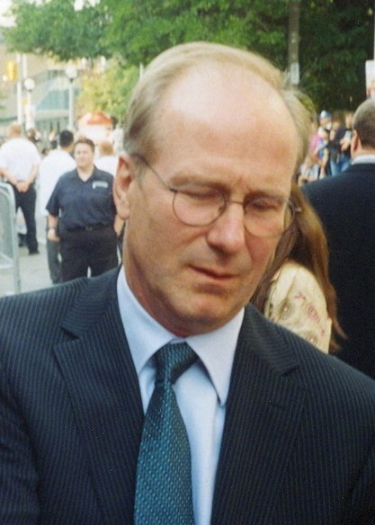 William Hurt signing autographs at the 2005 Toronto International Film Festival. | Source: Wikimedia Commons