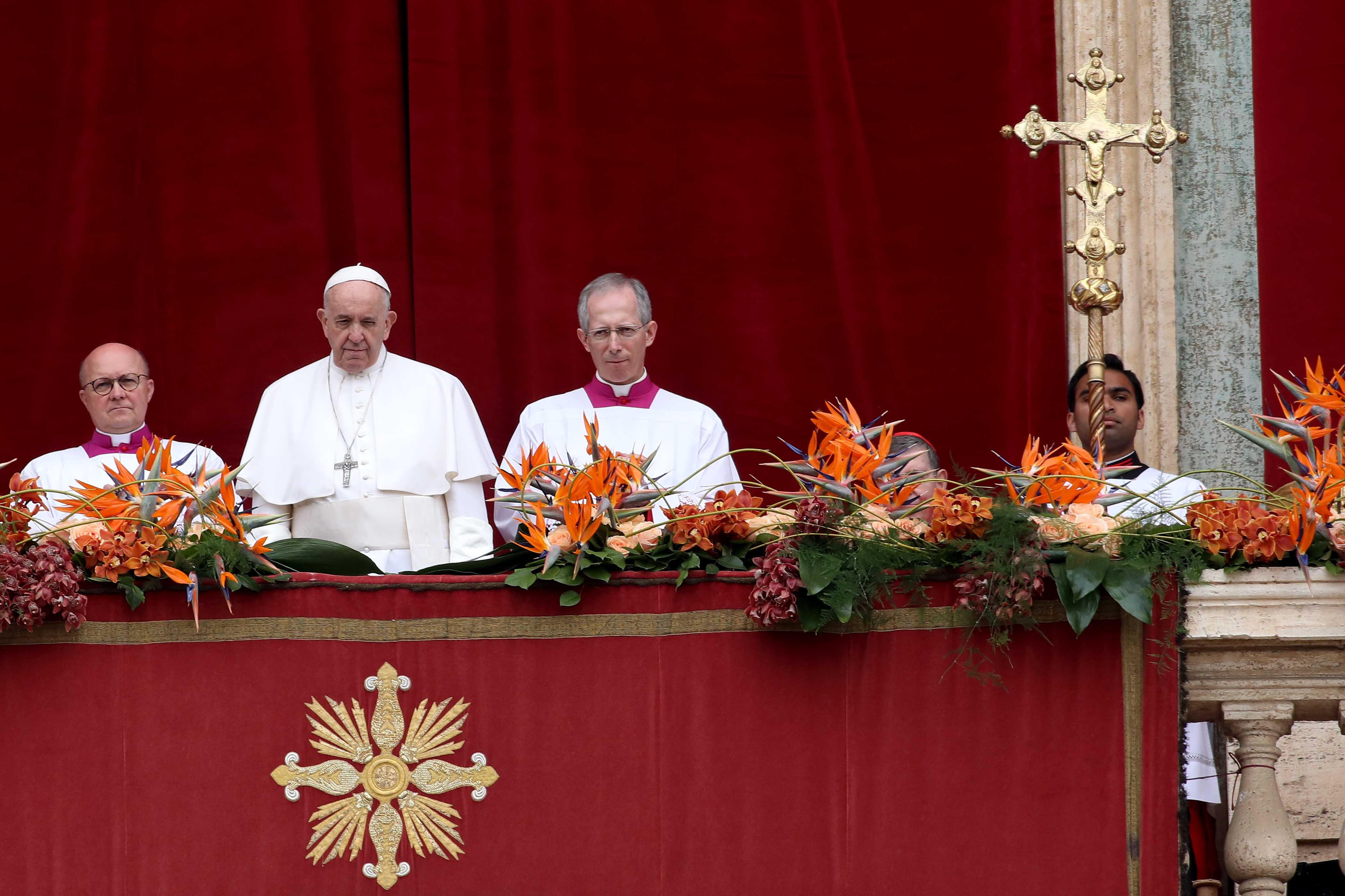 Pope Francis delivering the Easter Urbi et Orbi blessing message from the St Peter's Basilica, in Vatican City | Photo: Getty Images
