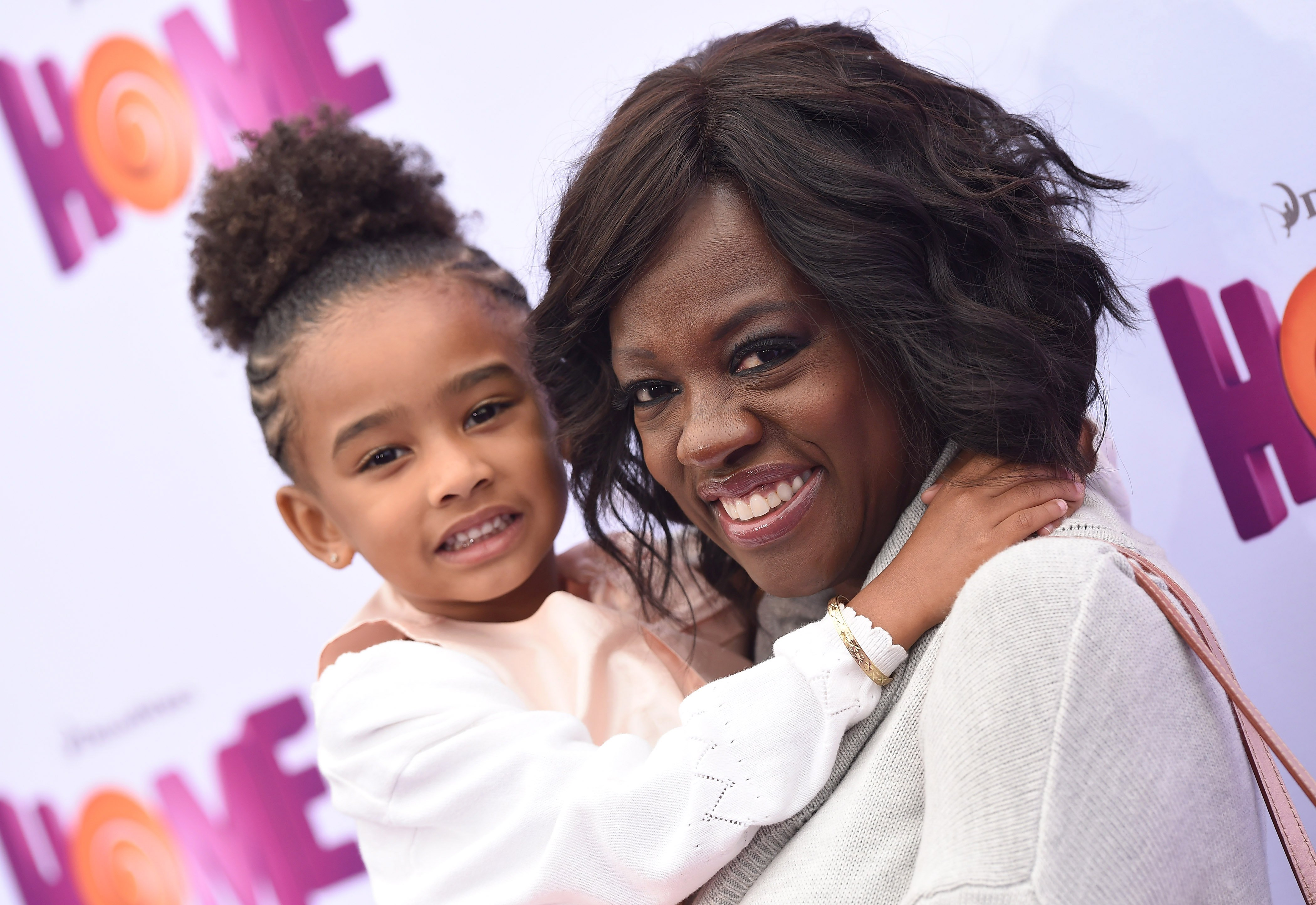 Actress Viola Davis and daughter Genesis Tennon arrive at the Los Angeles premiere of 'HOME' at Regency Village Theatre on March 22, 2015|Photo: Getty Images