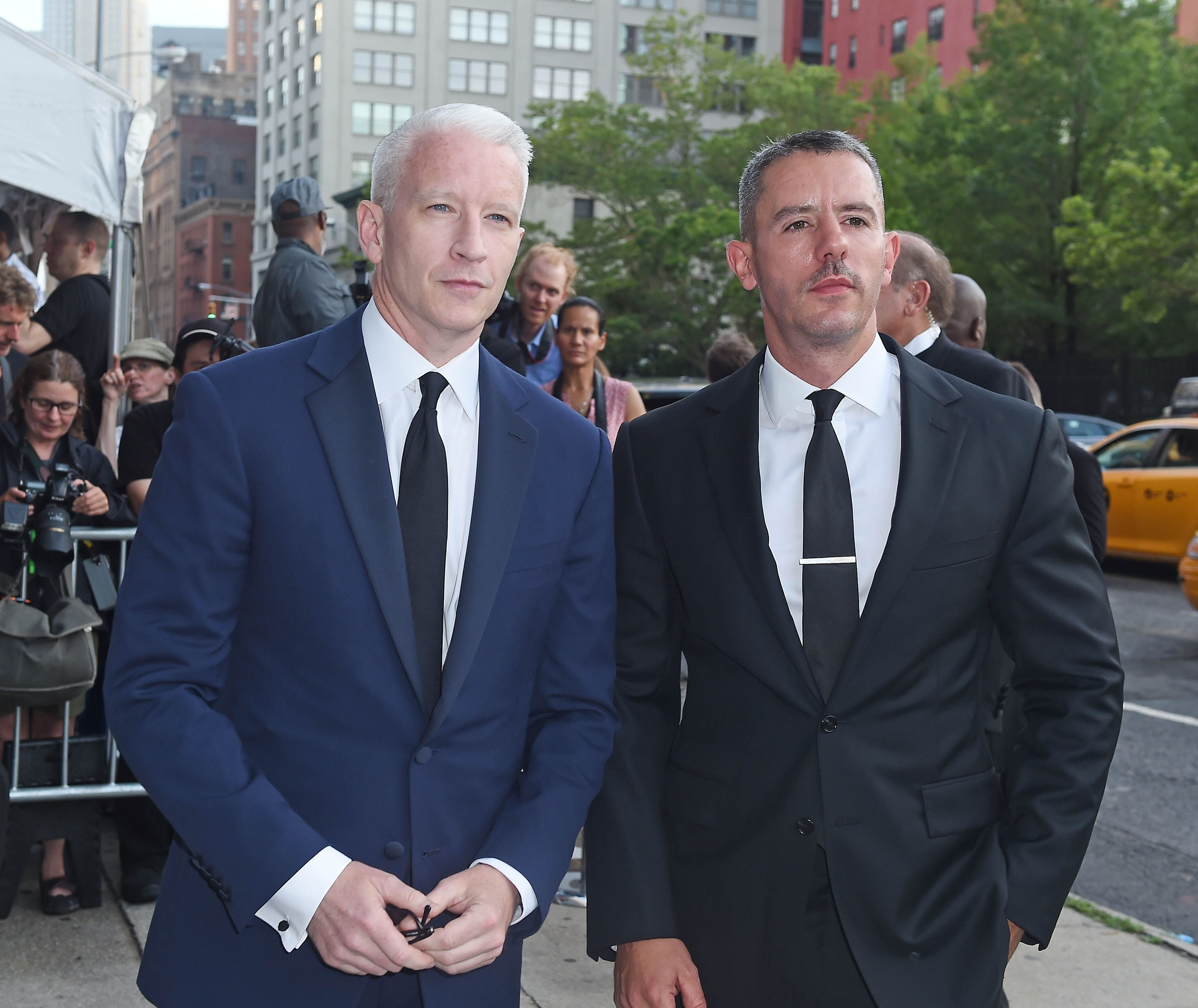 Anderson Cooper and Benjamin Maisani seen arriving at the amfAR Inspiration Gala on June 16, 2015, in New York City | Photo: NCP/Star Max/GC Images/Getty Images