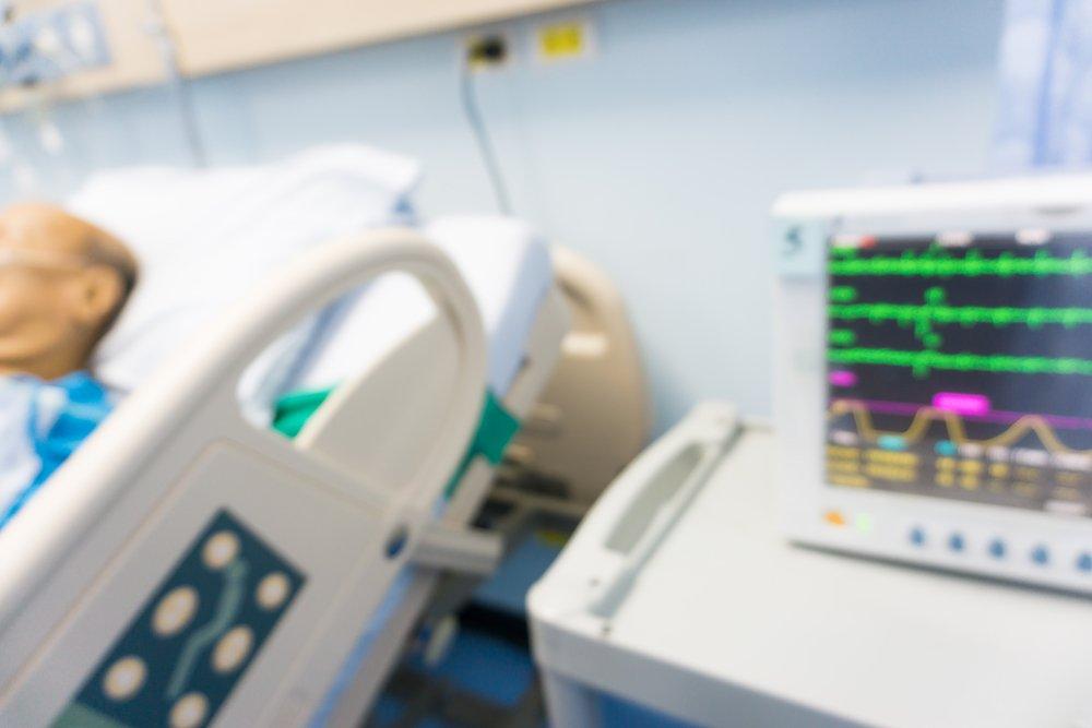 Hombre en cama de hospital    Fuente: Shutterstock