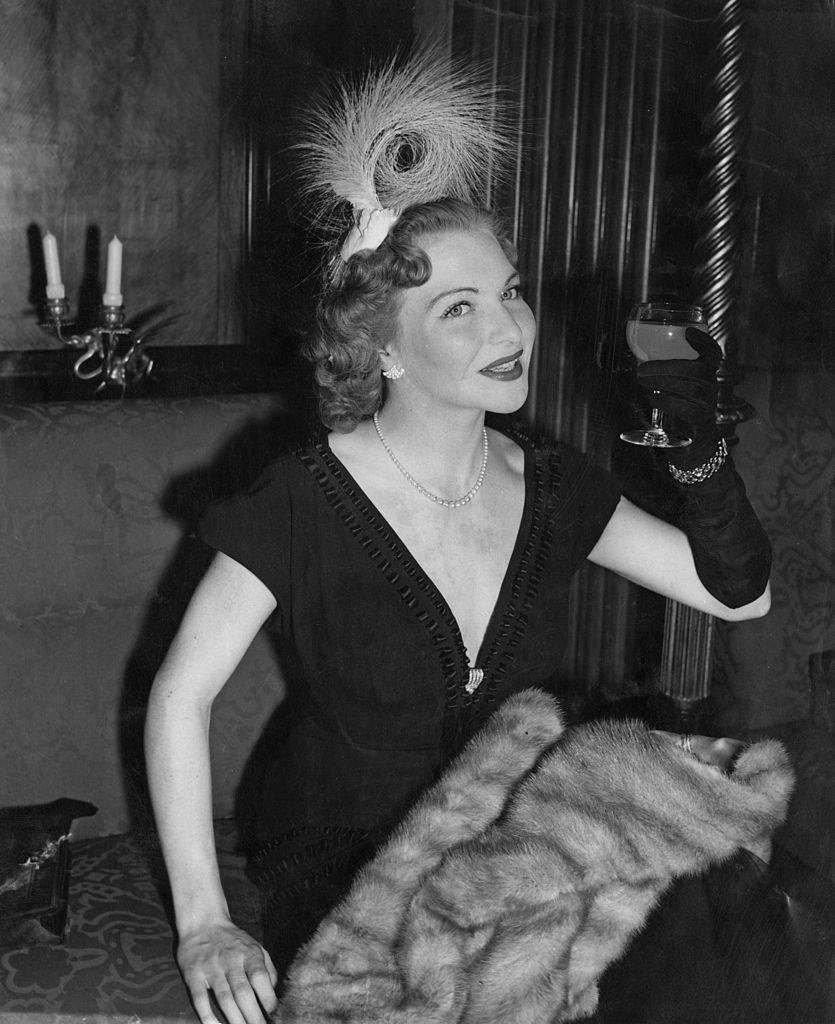 Line Renaud à Londres en 1951. l Source : Getty Images