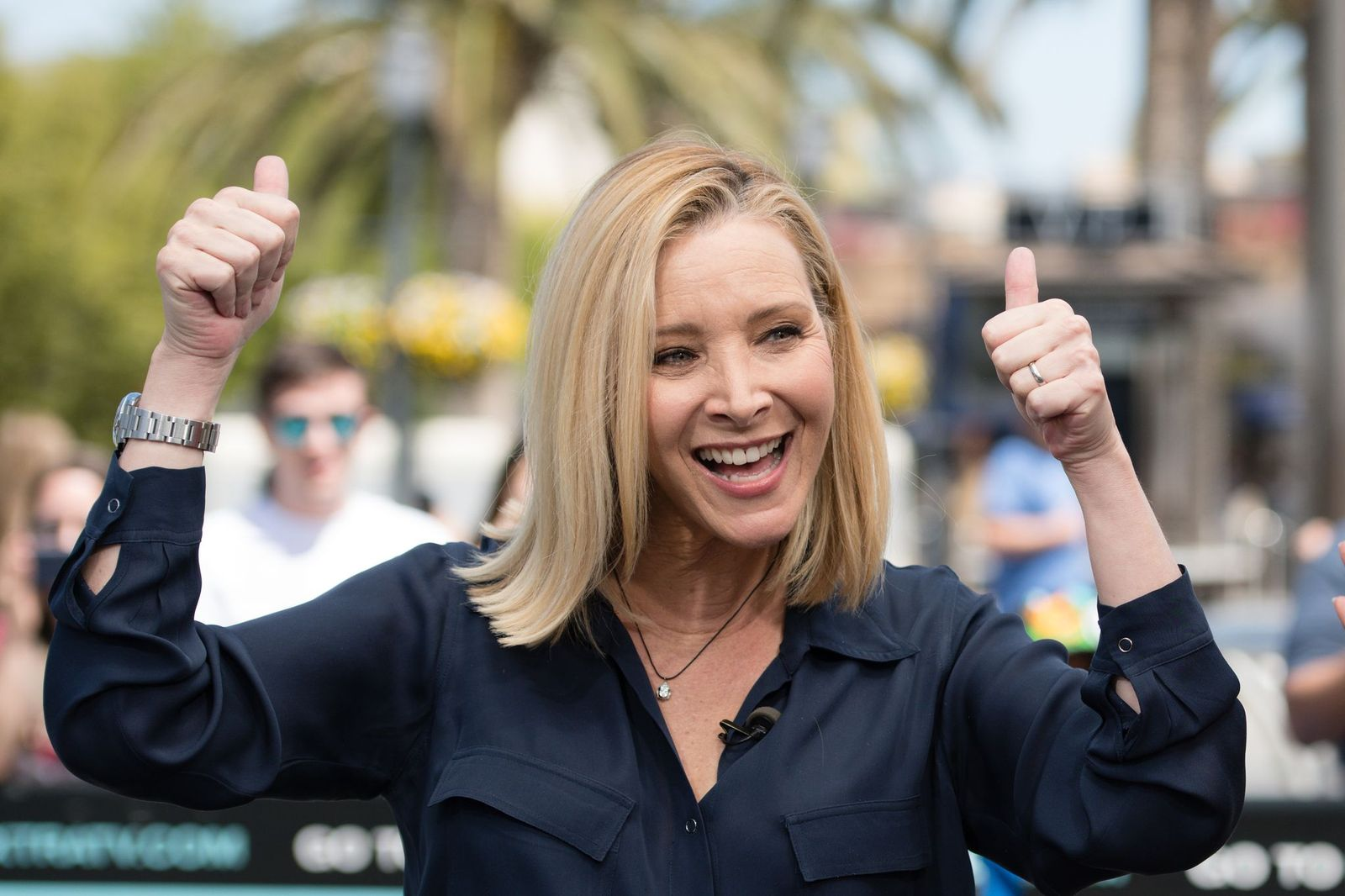 "Lisa Kudrow visite ""Extra"" à Universal Studios Hollywood le 09 avril 2019 à Universal City, Californie. 