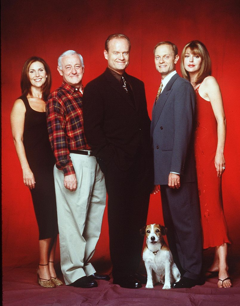 "Kelsey Grammer, Peri Gilpin, Jane Leeves, John Mahoney, Moose the Dog, and David Hyde Pierce stars in the NBC series ""Fraiser."" 