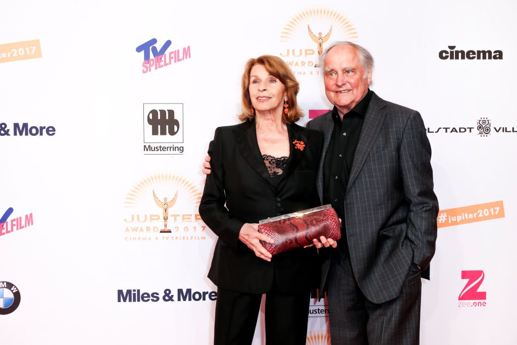 "Senta Berger und ihr Ehemann Michael Verhoeven nehmen am 29. März 2017 am ""Jupiter Award"" im Cafe Moskau in Berlin teil. (Foto: Isa Foltin / WireImage) I Getty Images"