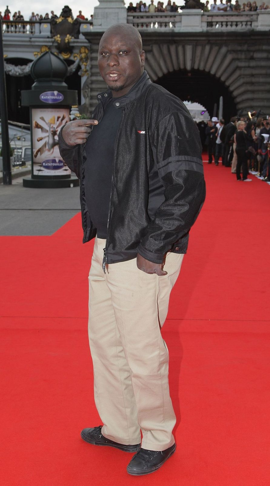 "Mouss Diouf assiste à l'after-party pour la sortie du film ""Ratatouille"" le 30 juin 2007 à Paris, France.  